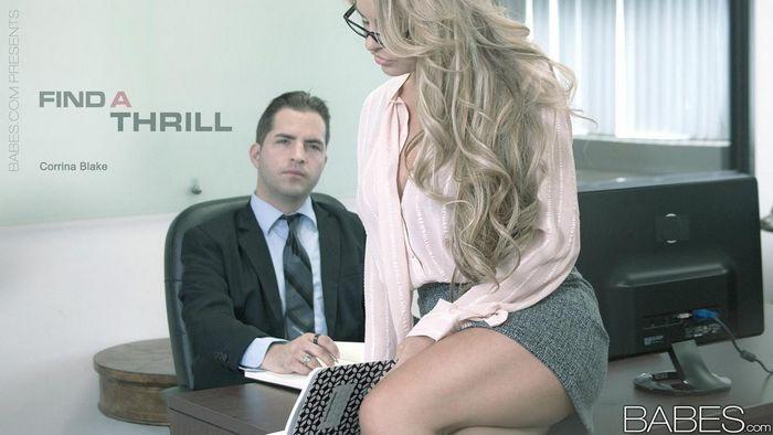Грудастая секретарша и её босс - порно фото